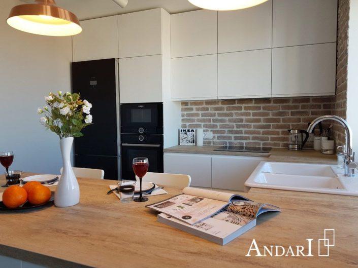 Белая угловая кухня с барной стойкой. Полуостровная кухня, П-образная кухня