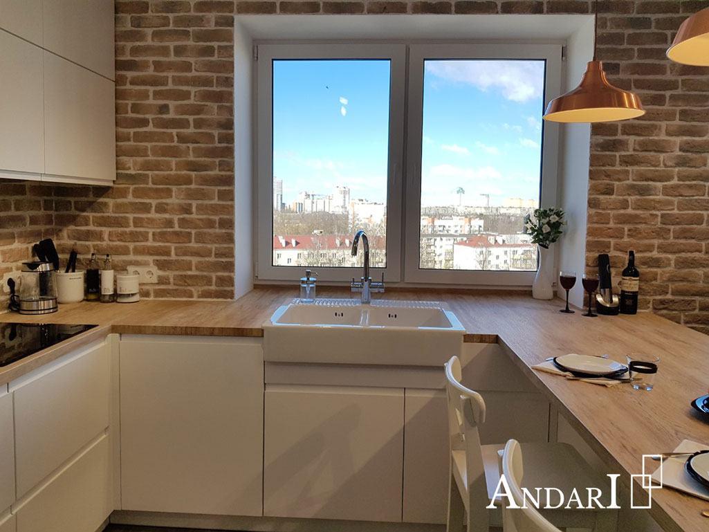 Белая П-образная кухня с обеденной зоной - Андари
