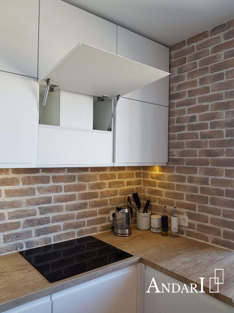 Белая угловая кухня с обеденной зоной - Андари