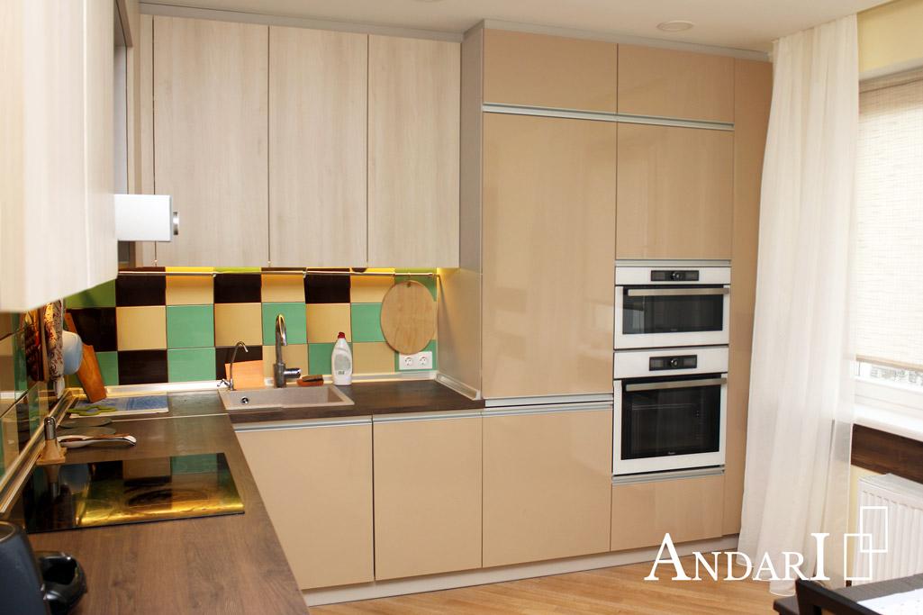 Встроенный холодильник в угловой кухне - Андари