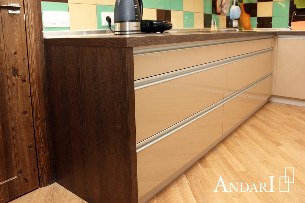 Выдвижные ящики с профиль-ручкой в угловой кухне - Андари
