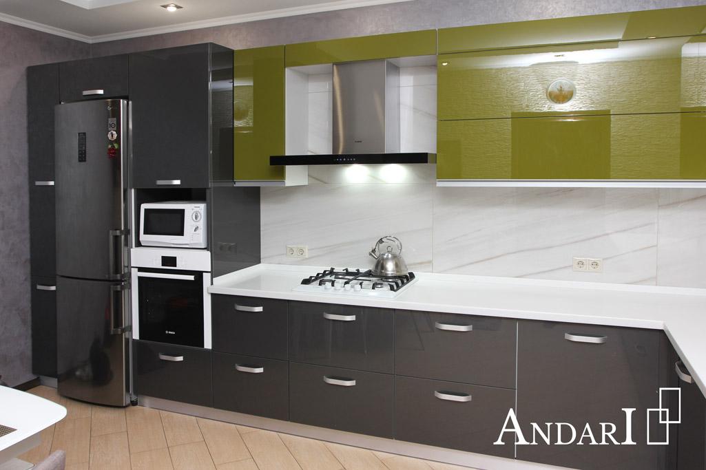 Угловая кухня с фасадами из акрилового пластика - Андари
