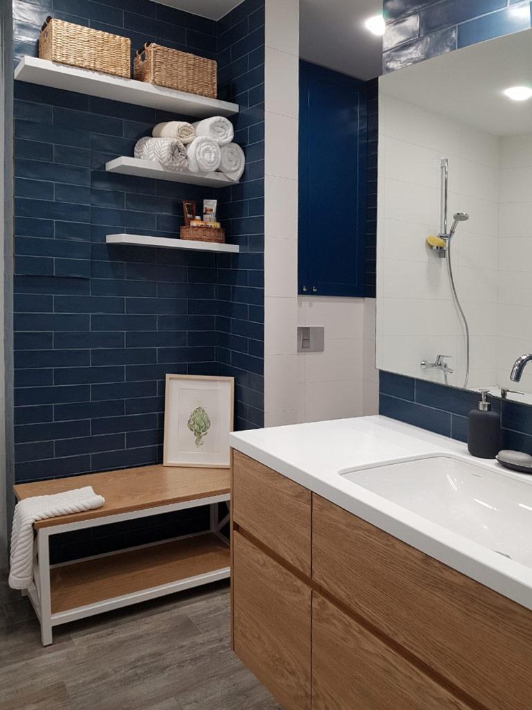 Подвесная тумба в ванной с фасадами из шпона - Андари