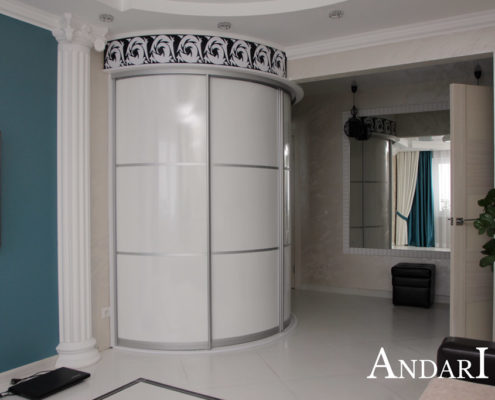 Радиусный шкаф-купе в гостиной - Андари
