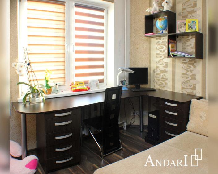 Угловой стол с двумя тумбами в детской комнате - Андари