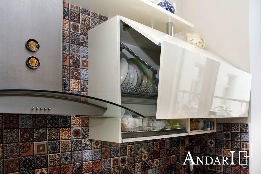 Подъемный механизм Aventos HF Blum в прямой кухне