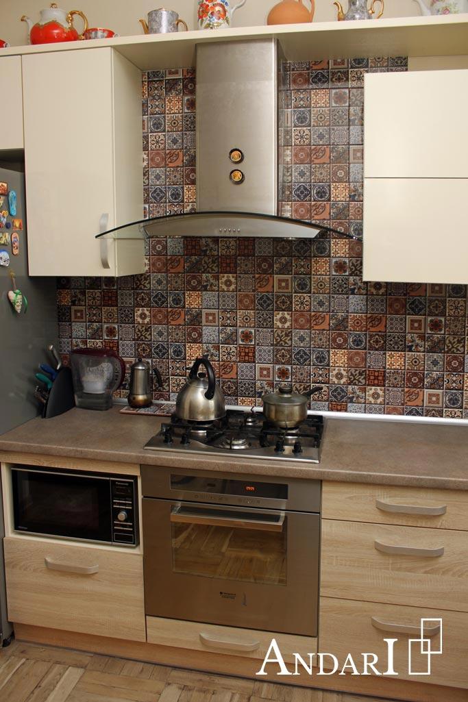 Прямая кухня: вытяжка шириной 900 мм