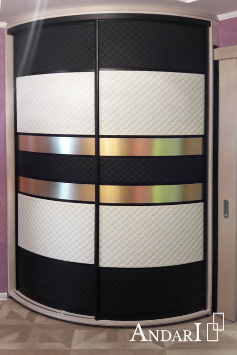Радиусный шкаф-купе со вставками из экокожи