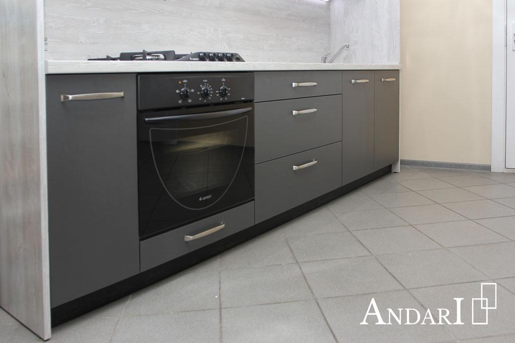 Нижние ящики в прямой кухне