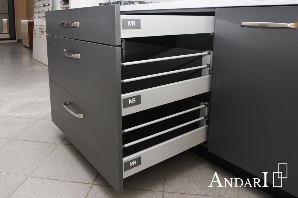Выдвижные ящики Modernbox GTV на кухне