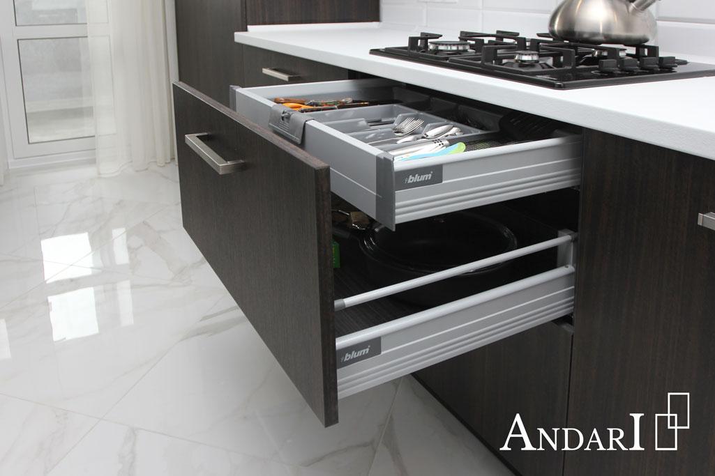 Выдвижные ящики Tandembox Blum на кухне