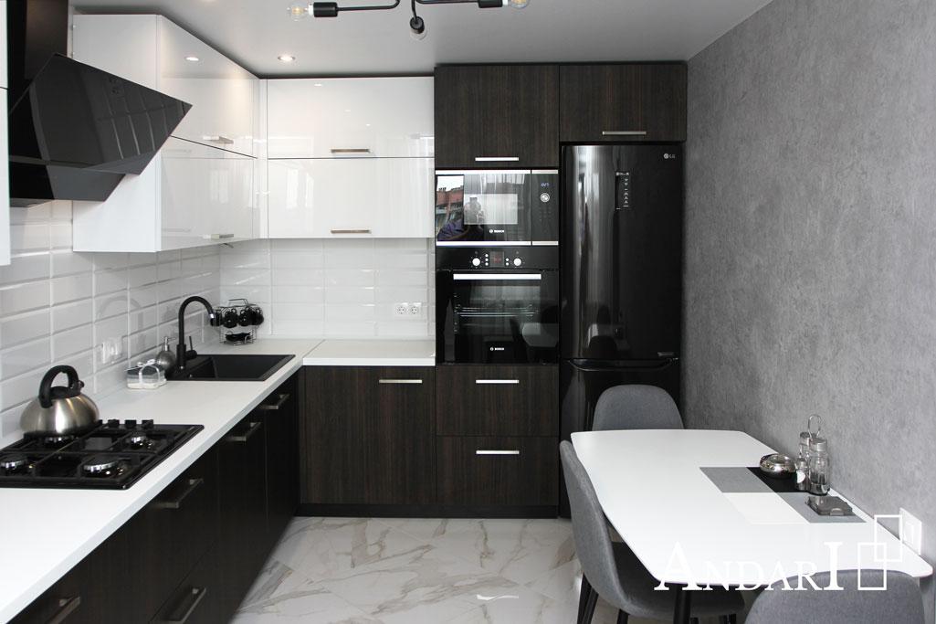 Холодильник в нише на кухне