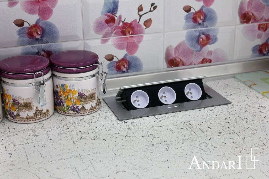 Встроенные розетки на кухне