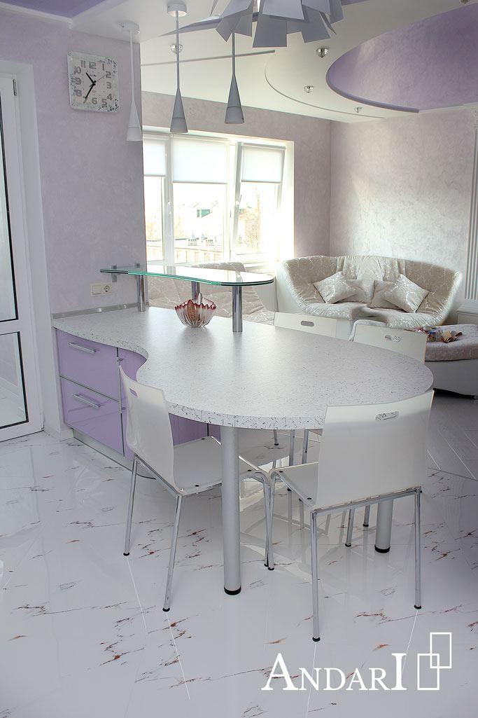 Обеденный стол неправильной формы
