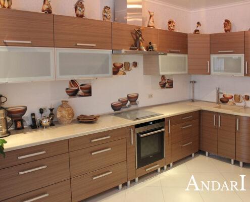 Угловая кухня из пластика с радиусными фасадами